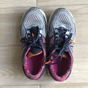 Women's New Balance Running Shoes 860v7. Size 7.5